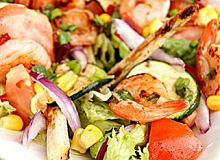 Sałatka z grillowanych warzyw i krewetek - ugotuj