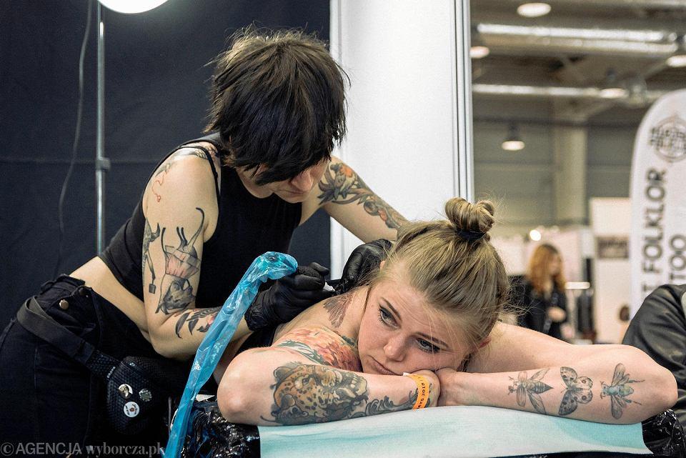 Tatuaże Piercing Połykacze Mieczy I Ognia Trwa