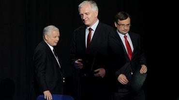 Jarosław Kaczyński, Jarosław Gowin i Zbigniew Ziobro podpisali porozumienie na prawicy. Konwencja partyjna (Zgromadzenie Obywatelskie ' Czas na zmiany '). Warszawa, 19 lipca 2014