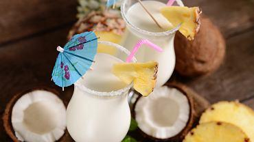 Malibu to likier kokosowy na bazie rumu. Jakie są drinki z Malibu? (zdjęcie ilustracyjne)