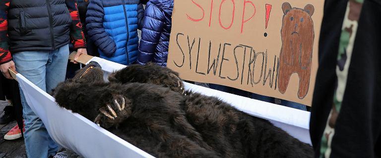 Protest przeciwko Sylwestrowi TVP pod Wielką Krokwią w Zakopanem