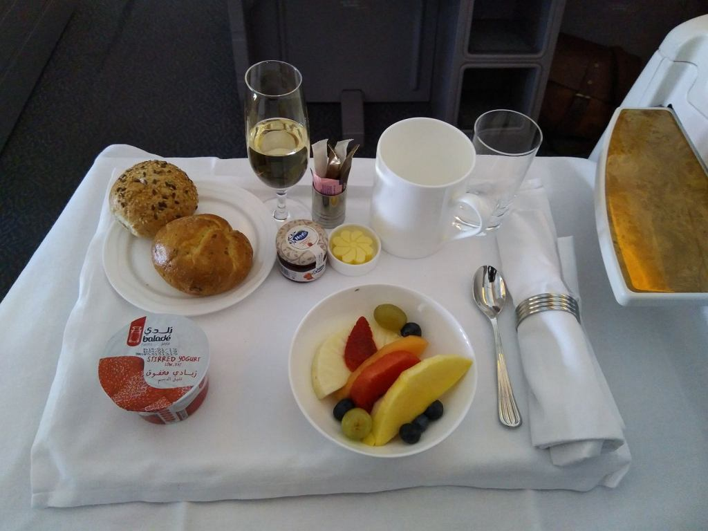 Śniadanie w klasie biznes w Emirates