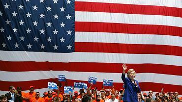 6 czerwca, Hillary Clinton przemawia na wiecu w Los Angeles