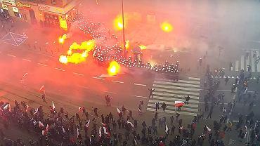MSWiA udostępniło nagranie z monitoringu. Widać na nim Marsz Niepodległości z 11.11.2020.