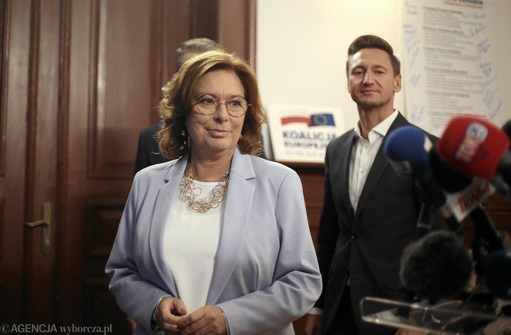 Małgorzata Kidawa-Błońska podczas konferencji prasowej w Szczecinie z udziałem lokalnych władz PO i posłów Koalicji Obywatelskiej