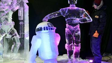 30 artystów z 12 krajów, mnóstwo lodu i temat przewodni: Gwiezdne wojny. W beligijskim Liege trwa Festiwal Figur Lodowych. Na zdjęciu Kanadyjczyk Yuri Nazarkin i jego praca: R2-D2 i C-3PO.