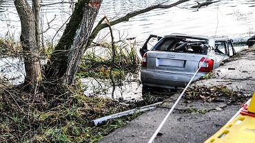 Makabryczny wypadek w Lubuskiem. Samochód z pięcioma osobami wpadł do wody, nikt nie przeżył