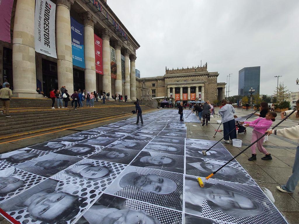 Ogromne portrety Polaków