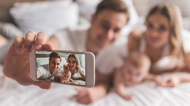 rodzina z dzieckiem, Shutterstock