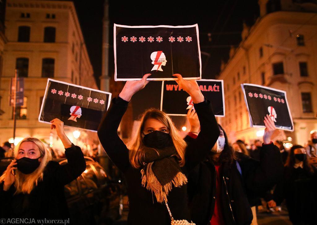 Strajk Kobiet - demonstracja przeciw zaostrzeniu prawa aborcyjnego. Przesłanie do partii rządzącej. Kraków, 23 października 2020