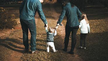 Świadczenia rodzinne 2021 - komu przysługują?