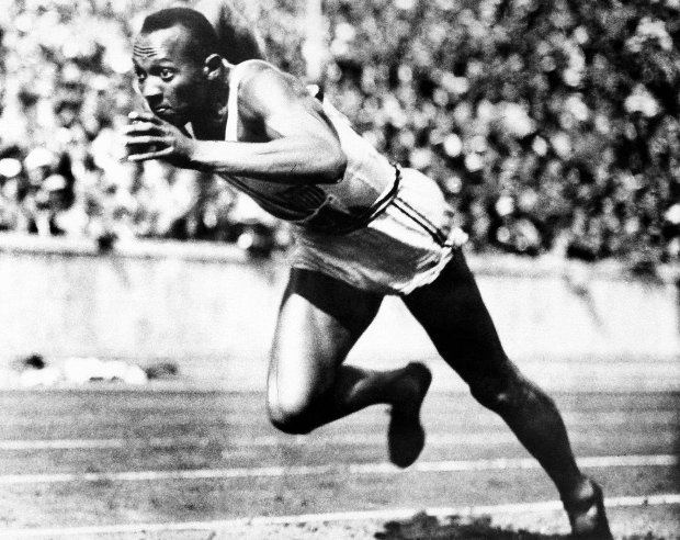 FILE -- In this Aug. 14, 1936, file photo, Jesse Owens competes in one of the heats of the 200-meter run at the 1936 Olympic Games in Berlin. One of the four Olympic gold medals won by Owens at the 1936 Berlin Games is for sale in an online auction that runs from through Dec. 7. (AP Photo/File) SLOWA KLUCZOWE: male;olympics;olytopforty;summer;track
