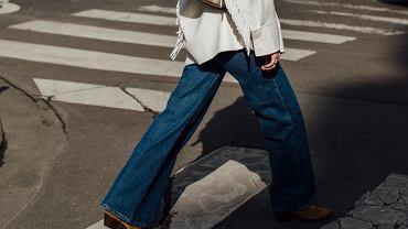 Jesienią stawiamy na jeansy z szeroką nogawką!