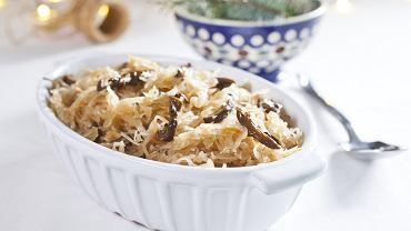 Kapusta z grzybami to tradycyjne wigilijne danie. Zdjęcie ilustracyjne