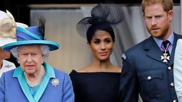 Harry pojawił się u królowej dwie godziny wcześniej, nie udało się połączyć telefonicznie z Meghan. Wyciekły szczegóły spotkania u Elżbiety