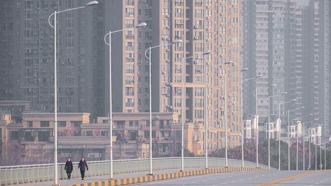 """""""Miasto duchów"""". Opustoszałe Wuhan jest sześć razy większe od Warszawy. Ludzie kryją się w domach"""