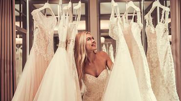 Suknie ślubne 2021. Koronki nadal będą na topie