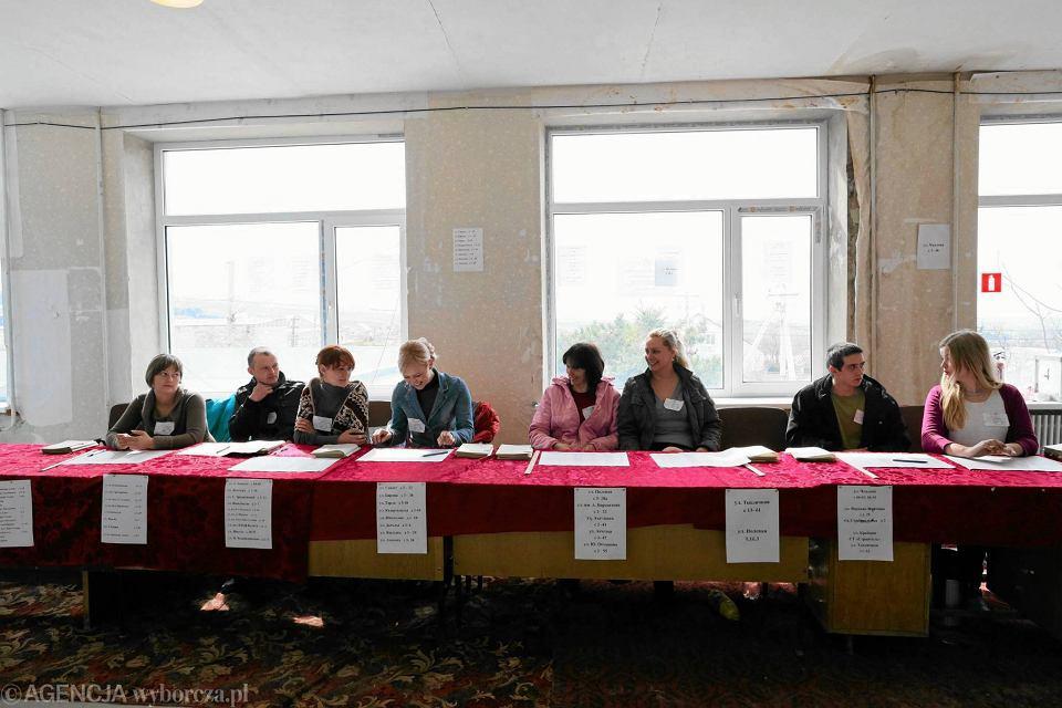 Krymska komisja wyborcza w Symferopolu - czuwająca nad przebiegiem referendum