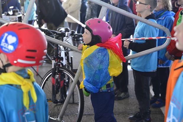 Zdjęcie numer 0 w galerii - Deszcz nie wystraszył rowerzystów. Sporo osób na starcie najsłynniejszego bielskiego rajdu [ZDJĘCIA]
