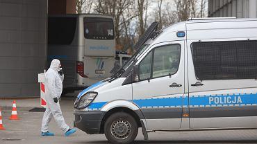 Koronawirus w Poznaniu. Policja eskortowała autobus z Niemiec do szpitala
