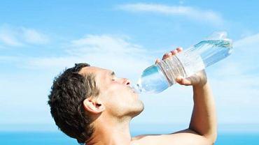 Nie każda woda zawiera cenne minerały i witaminy. Przed zakupem butelki z wodą mineralną warto dokładnie zapoznać się z jej składem