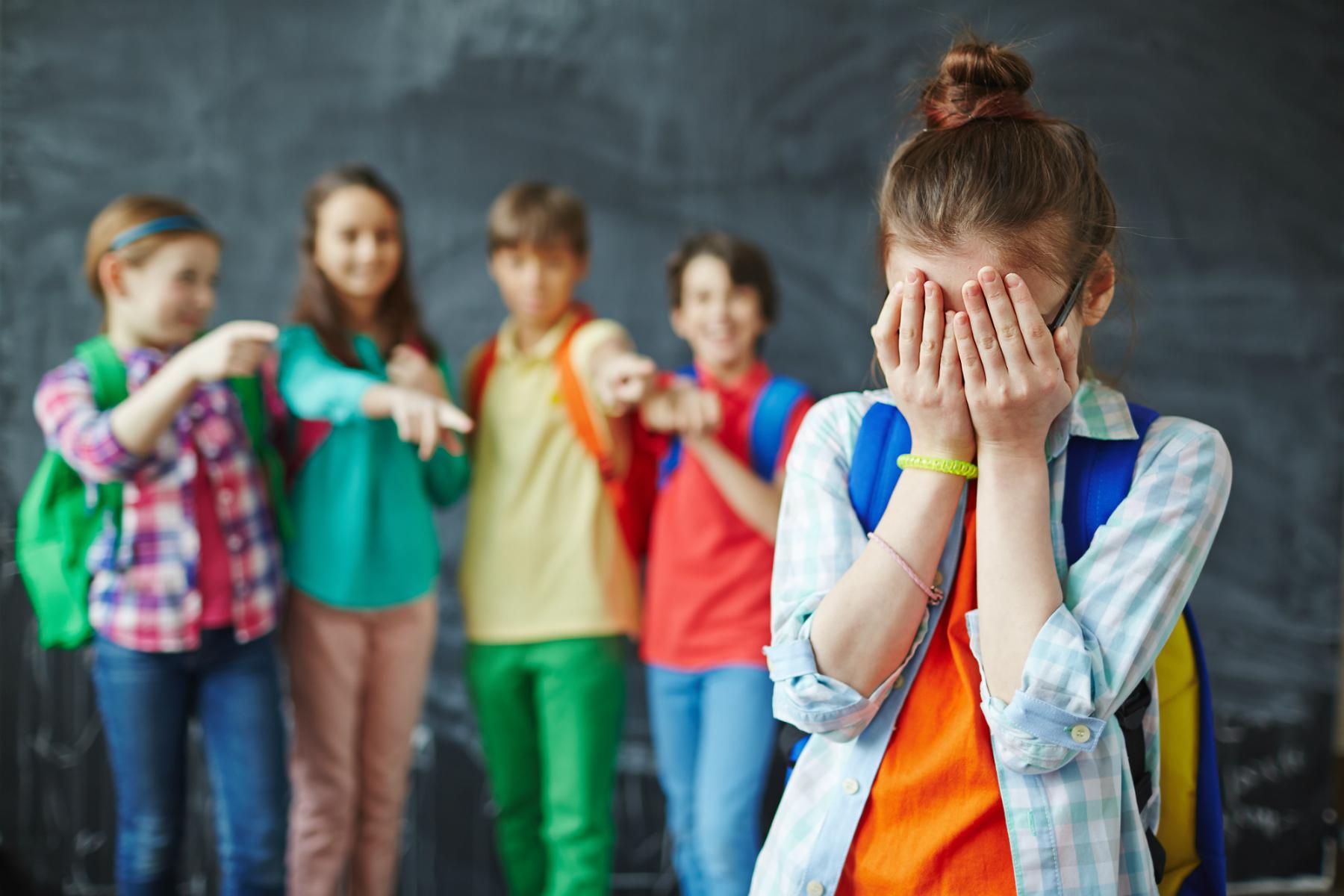 Psychoterapeutka: Skala przemocy rówieśniczej jest ogromna. Myślę, że nie ma tak naprawdę dziecka, które nie doznałoby jakiejś jej formy (fot: Shutterstock.com)