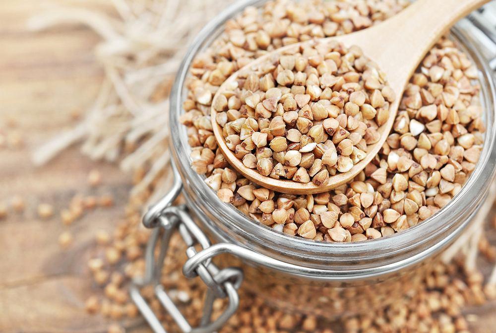 Kasza gryczana to doskonałe źródło białka - szacuje się, ze może zawierać go nawet 16%.