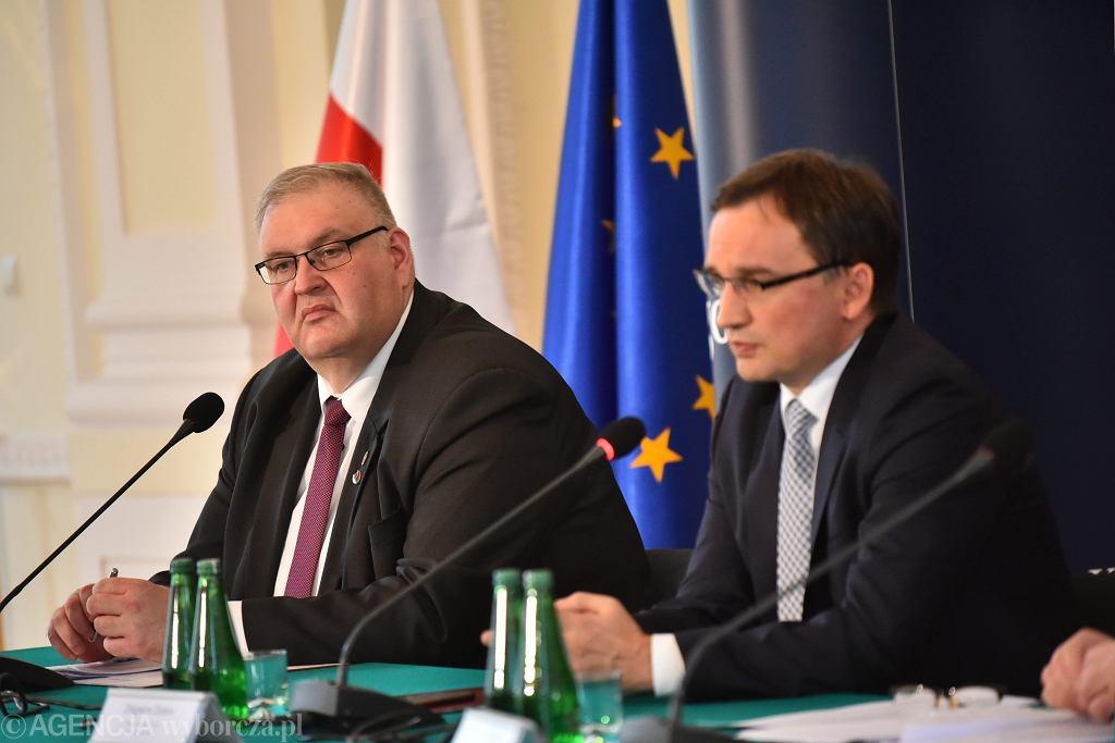Prokurator Bogdan Święczkowski i minister sprawiedliwości w rządzie PiS Zbigniew Ziobro podczas konferencji w resorcie. Warszawa, 12 października 2017