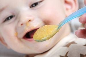Rozszerzanie diety dziecka: czym kierują się mamy z różnych krajów?