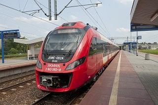 Zmiany rozkładu jazdy SKM. Dodatkowe pociągi dojadą na Służewiec.