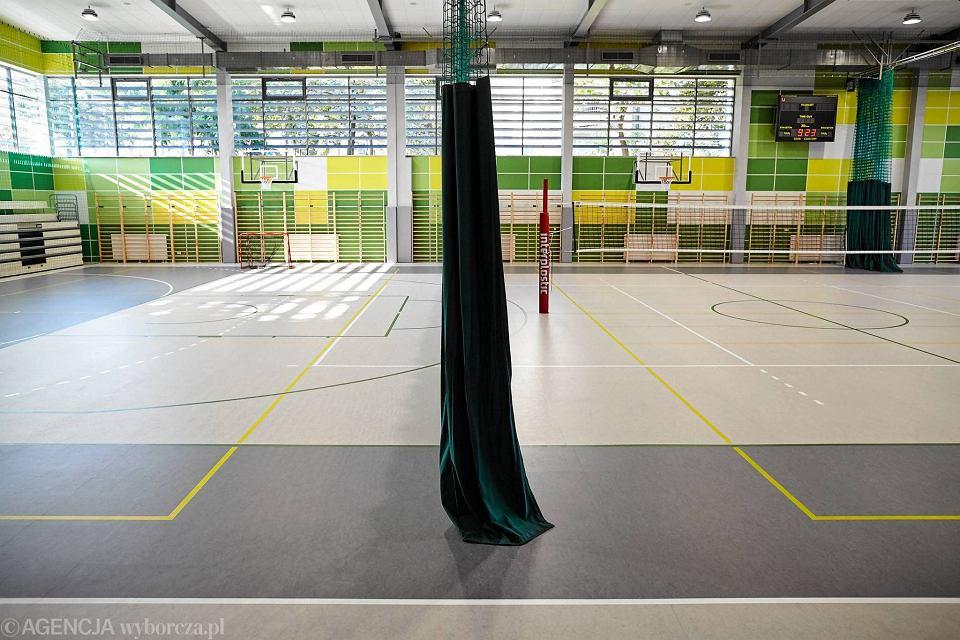 Zdjęcie numer 18 w galerii - VI LO w Gdyni ma wreszcie porządną salę gimnastyczną [ZDJĘCIA]