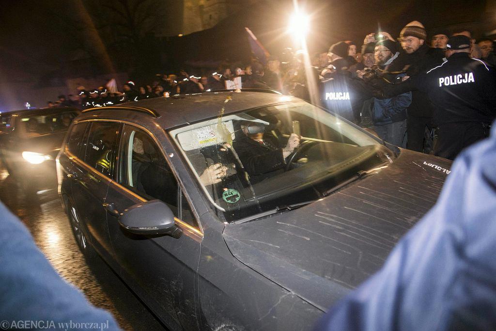 Blokowanie wjazdu polityków PIS na Wawel, grudzień 2016