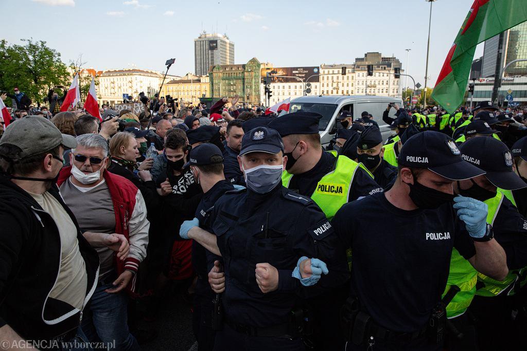 Drugi dzień strajku przedsiębiorców w Warszawie, Rondo Dmowskiego 08.05.2020