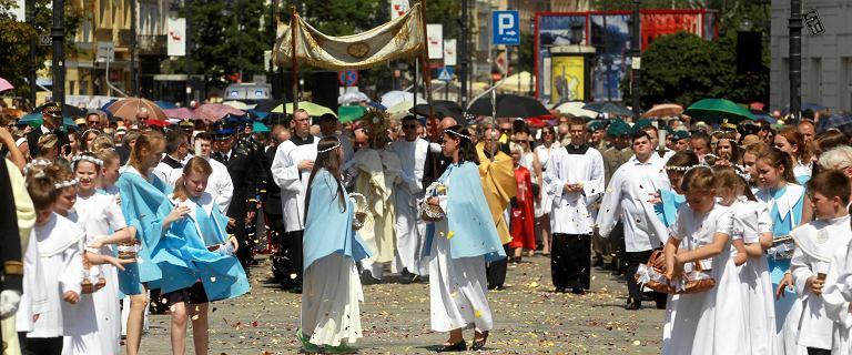 Boże Ciało, jedno z ważniejszych świąt katolickich. Jego początki sięgają objawień z 1209 r.