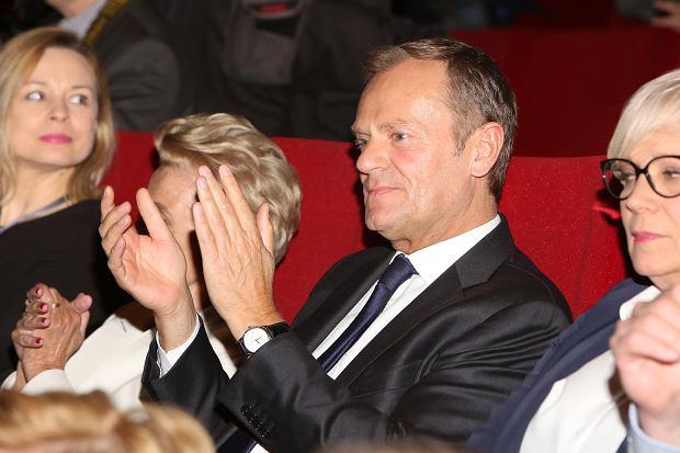 Zdjęcie numer 6 w galerii - Donald Tusk, politycy PO, a obok WAGs i celebryci. Takiego zestawu gwiazd nie było na żadnej imprezie