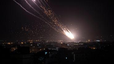 Na zdjęciu: Rakiety wystrzeliwane w kierunku Izraela