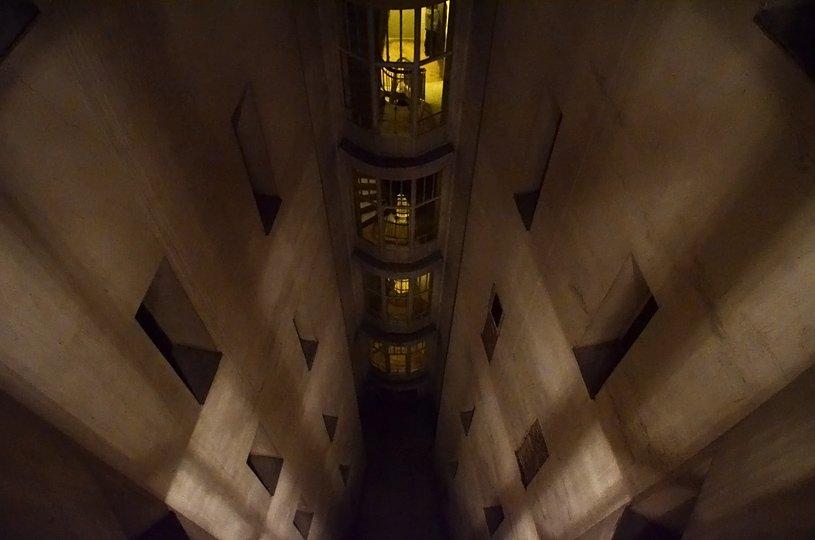 Kamienica zwana 'żelazkiem' przy ul. Marszałkowskiej 1