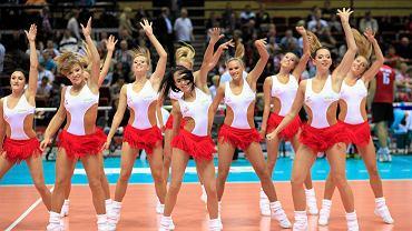 Polska będzie gospodarzem mistrzostw Europy seniorów w 2017 roku. Na zdjęciu - cheerleaderki z Sopotu, zagrzewające do walki siatkarzy na ME w 2013 roku