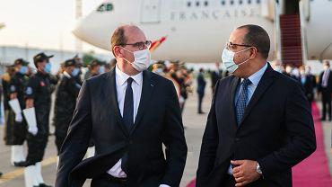 Premier Francji Jean Castex (z lewej) podczas wizyty w Tunezji.