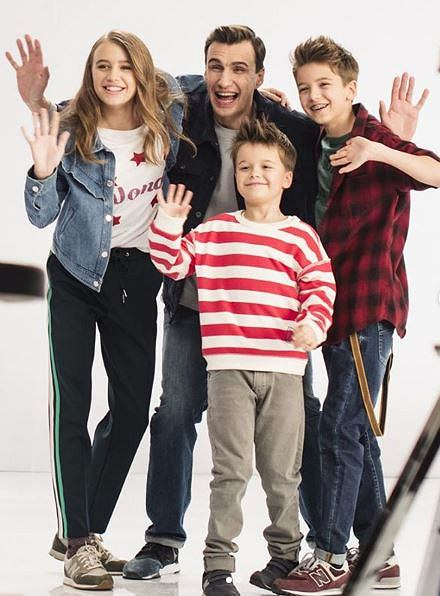 Oliwia Bieniuk z rodziną w reklamie sieci Play