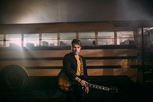 """Po europejskim sukcesie """"Beautiful Madness"""" (ponad 100 milionów odtworzeń i podwójna platyna w Polsce!), Michael Patrick Kelly powraca z nowym hitem """"Throwback""""!"""