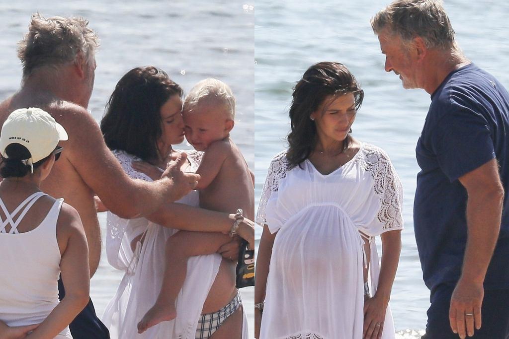 Alec Baldwin z rodziną na plaży