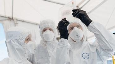 Pandemia koronawirusa. Punkt poboru wymazów do badań na obecnośc zakażenia COVID-19. Gdańsk, 26 kwietnia 2020