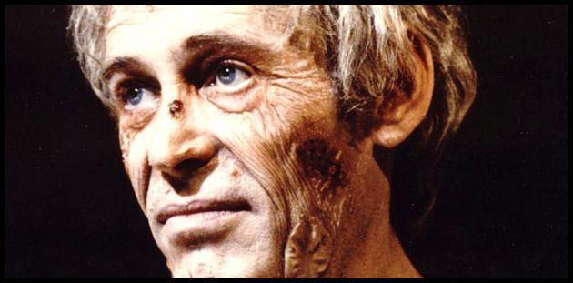 Peter O'Toole jako zżerany przez choroby weneryczne Tyberiusz w filmie 'Kaligula'