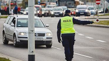 Akcja 'znicz'. Policja kieruje ruchem wokół cmentarzy