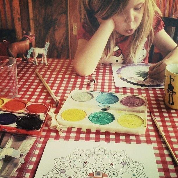 Psycholog: To my jesteśmy ograniczeni i blokujemy wyobraźnię dziecka. Słoń może być różowy [WYWIAD]