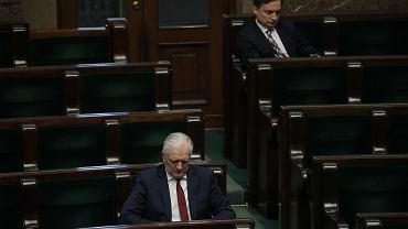 Kaczyński nie potrzebuje koalicjantów. Partie Ziobry i Gowina nie przekraczają progu [SONDAŻ]