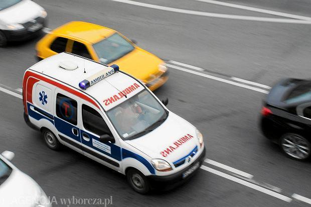 Surowa kara za jazdę korytarzem życia w Polsce. Sąd wydał wyrok w sprawie kierowcy maserati