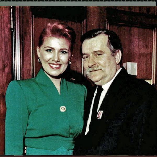 Zdjęcie z Twittera ambasador Mossbacher z okazji 75. urodzin Wałęsy: 'Wszystkiego najlepszego @PresidentWalesa! To zaszczyt, ze moge osobiscie zyczyc Panu wszystkiego najlepszego dzs w @gdansk!'
