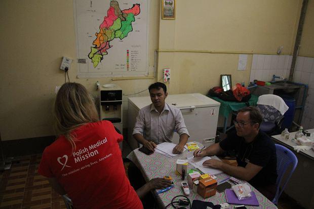 Lekarze z Polskiej Misji Medycznej w szpitalu w Wakema